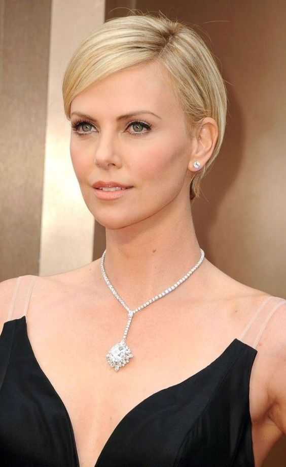 Charlize Theron short haircut style model
